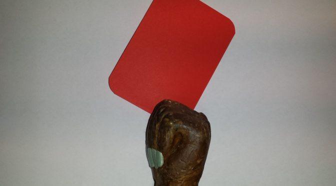 Czerwona kartka w prawdziwą obywatelską i patriotyczną dłoń. Układy goń, goń, goń!